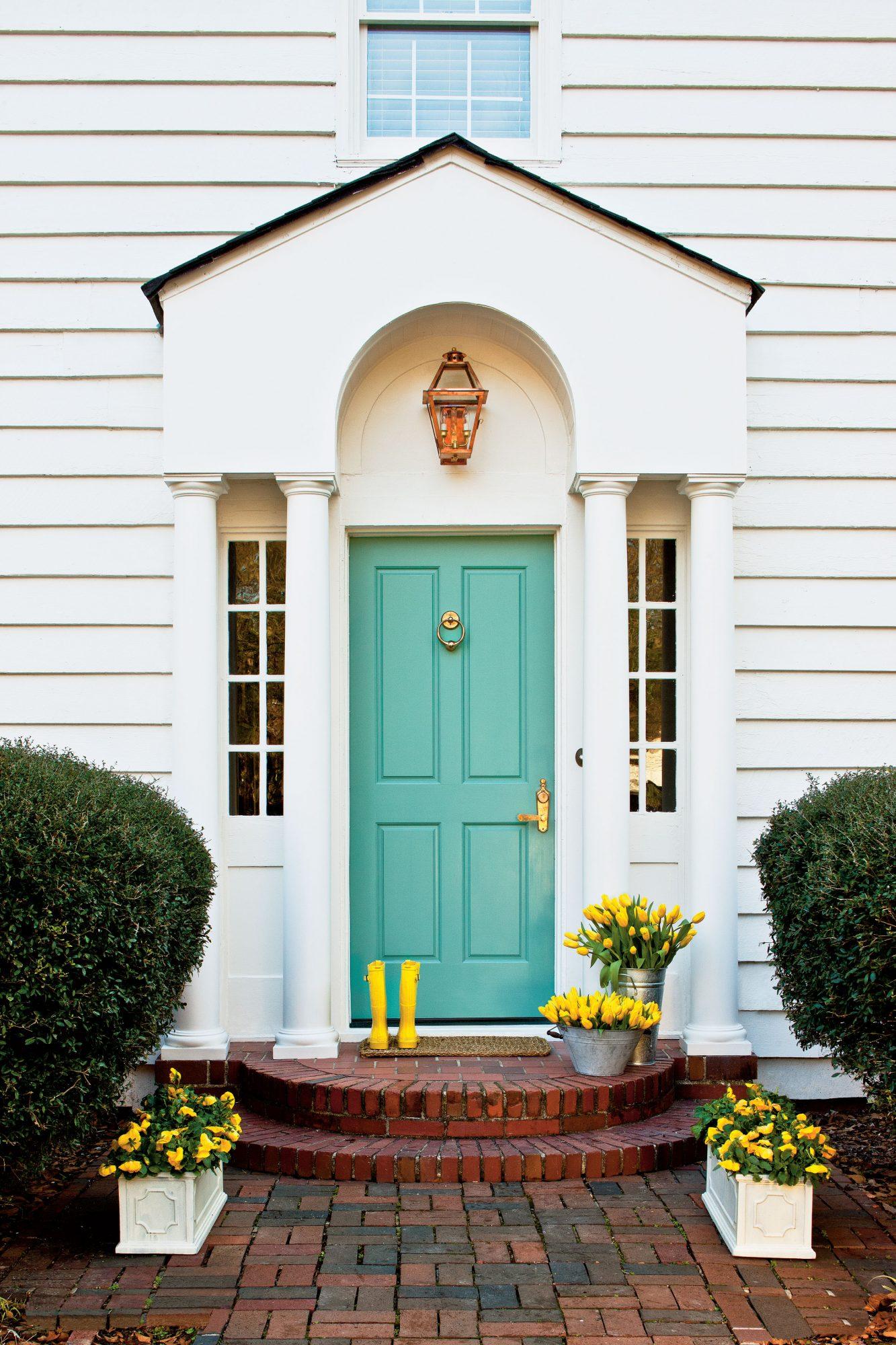 Bright Door via Southern Living / PHOTO: LAUREY W. GLENN